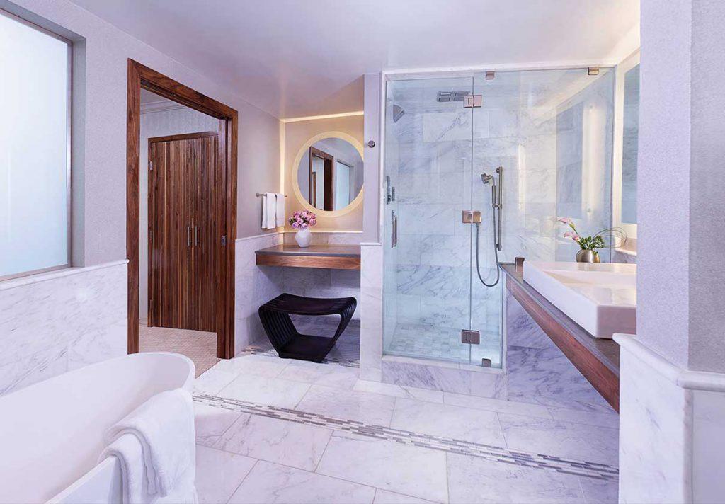 E-Central Hotel Suite Bathroom