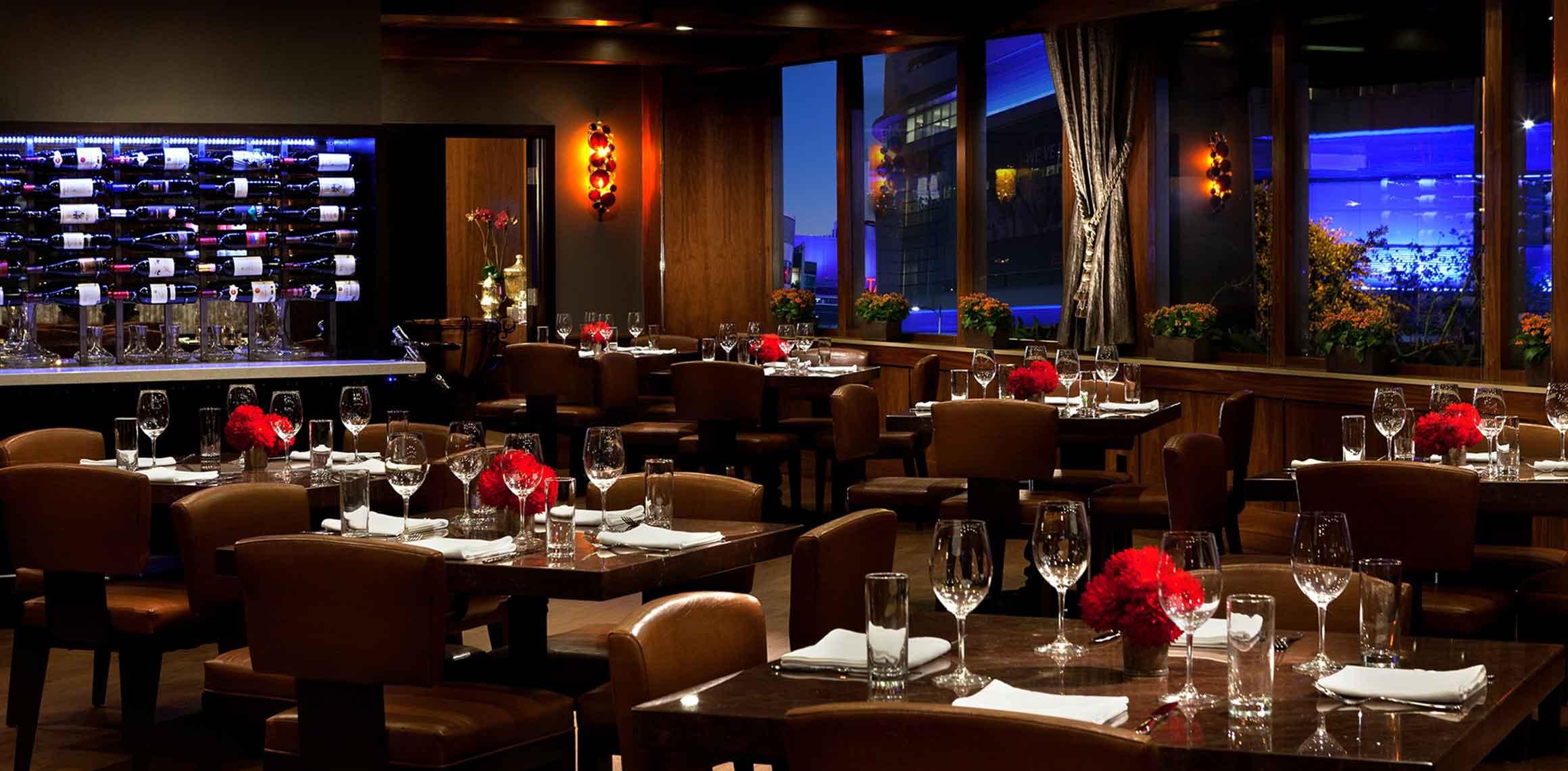 Nixo Patio Lounge dining room